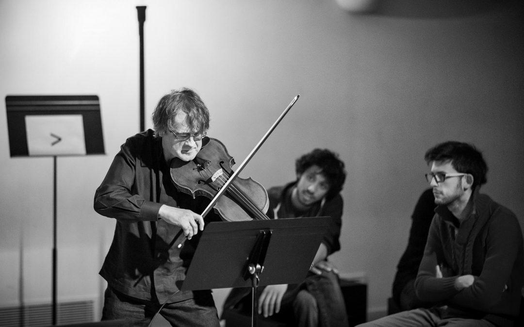 Pourquoi les chefs d'orchestre mènent-ils tout le monde à la baguette ? | TAP